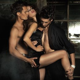 Heterosexual couple for a MMF threesome